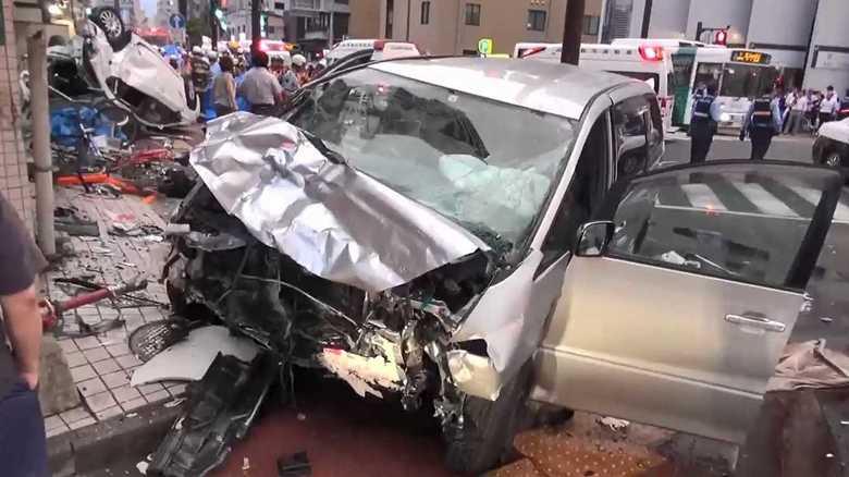 """""""免許返納""""周囲に話した矢先になぜ? 81歳の猛スピード逆走で9人死傷"""