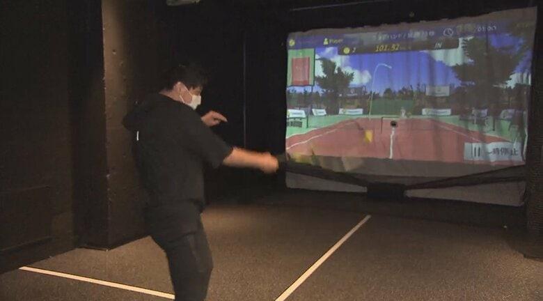 一人で練習できるテニスシミュレーターが銀座に誕生!反応型AI相手に上級者にはフェデラーのボールまで…