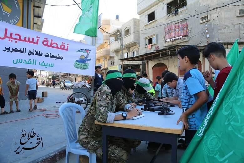 火の輪くぐりに匍匐前進も…ハマスの「サマーキャンプ」は子供向け軍事訓練