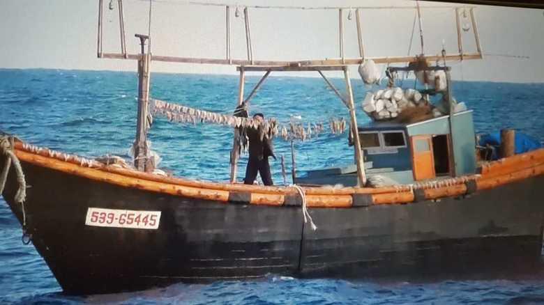 """許せない!日本海の烏賊を獲り尽くす北朝鮮 止まらない""""イカさま""""密漁の実態"""