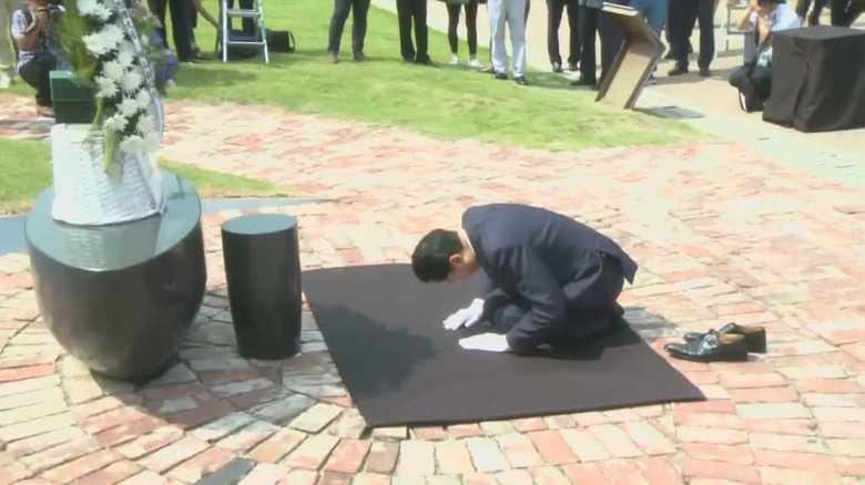 """「ひざまずいて謝罪した日本の元総理」…韓国メディアに消費される""""良心的日本人""""とは?"""
