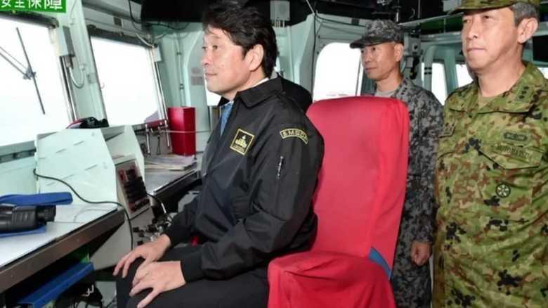 小野寺防衛相、任務遂行中のイージス艦を異例の極秘視察のわけ