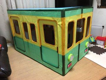 """1歳息子のために作った""""段ボール電車""""のクオリティがすごい! 広がる「#おうちあそび」の輪"""