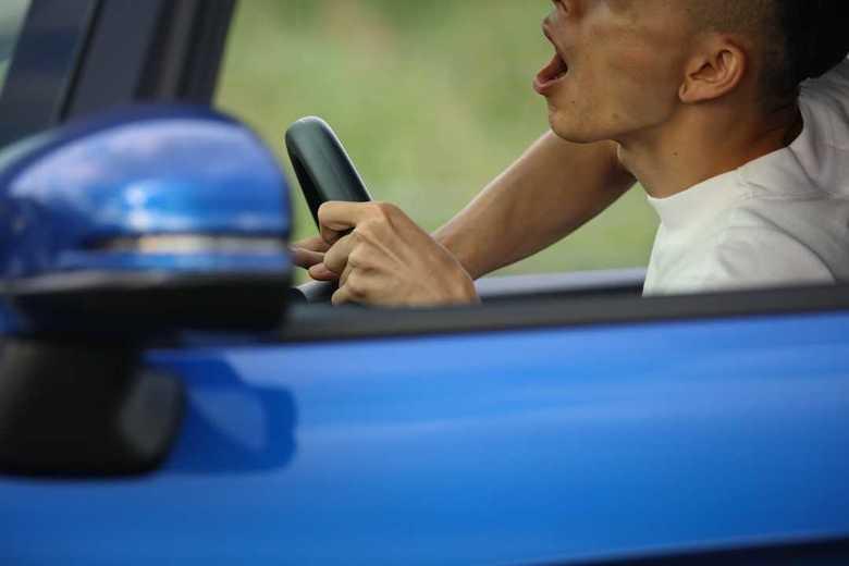車の旅に要注意!「ながら運転」で刑務所も・・・運転マナーに厳罰化の波