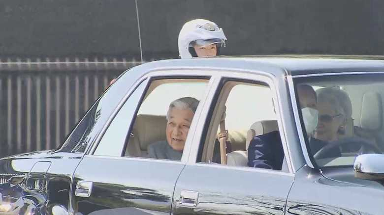 万感の想い…皇居から上皇ご夫妻お引っ越し 美智子さまは布マスクを繰り返しお使いに