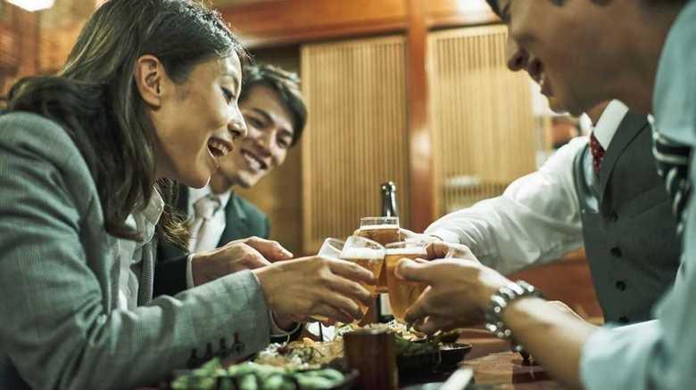 """職場の飲み会は残業になるのか? その境目は""""強制力""""があるかないか…。"""