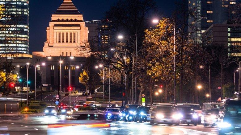 深夜のタクシー代は22億円 官僚には労働基準法が適用されない?!官僚の3割「残業代が正しく支払われていない」