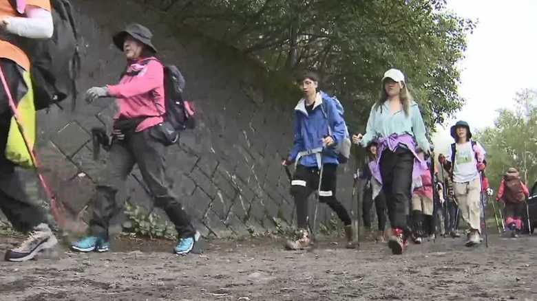 富士山山頂付近で落石 頭を直撃…29歳女性が死亡 登山道は通行止めに