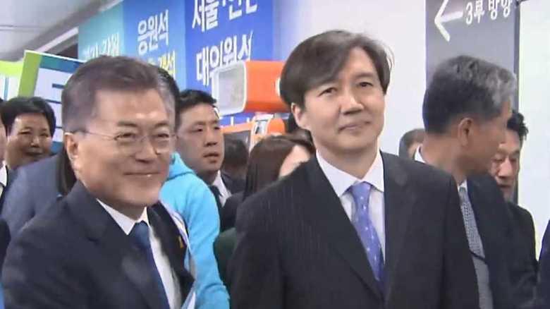 最側近の不正疑惑で大揺れ…韓国・文大統領が迫られる苦渋の選択