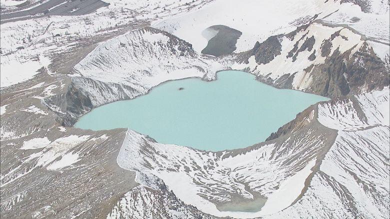 草津白根山の湯釜付近 約1分間、振幅小さい「火山性微動」 3月下旬以来の確認 気象庁「噴石に警戒を」