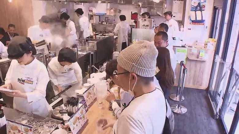 メニュー限定でスピード提供~「餃子の王将」初の立ち食い店の狙い