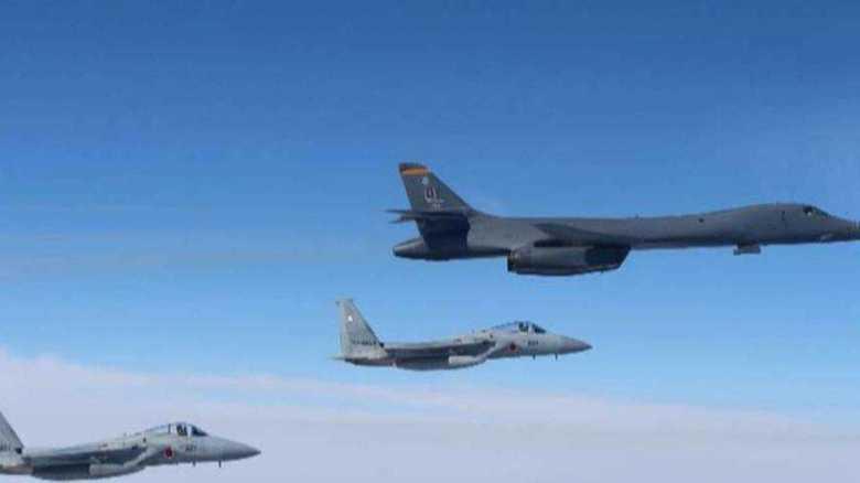 米軍B-1B爆撃機が日韓戦闘機と合同演習