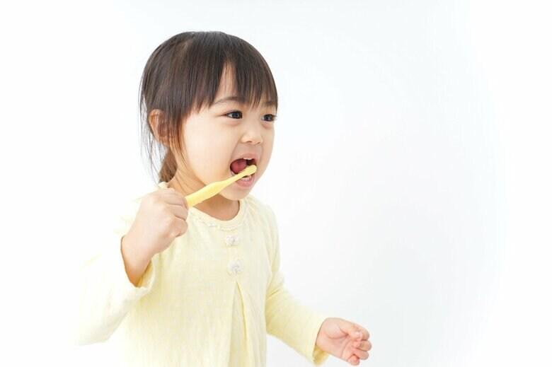 """子どもの""""歯磨き中の事故""""に要注意!大けがでICU治療の事例も…予防法と対処法を消費者庁に聞いた"""
