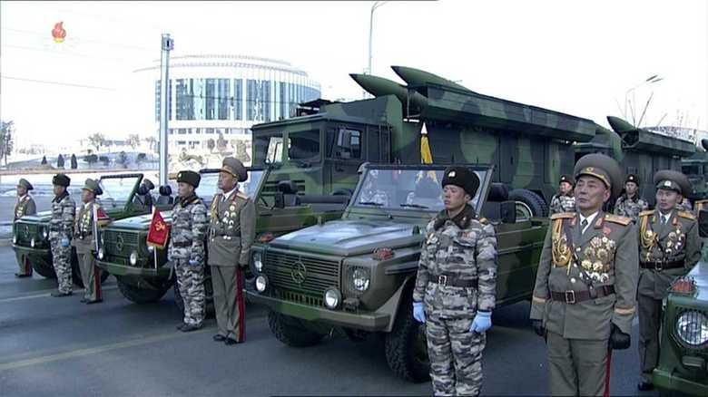 北朝鮮パレード 新型短距離弾道ミサイル連装システム誇示で、韓国は
