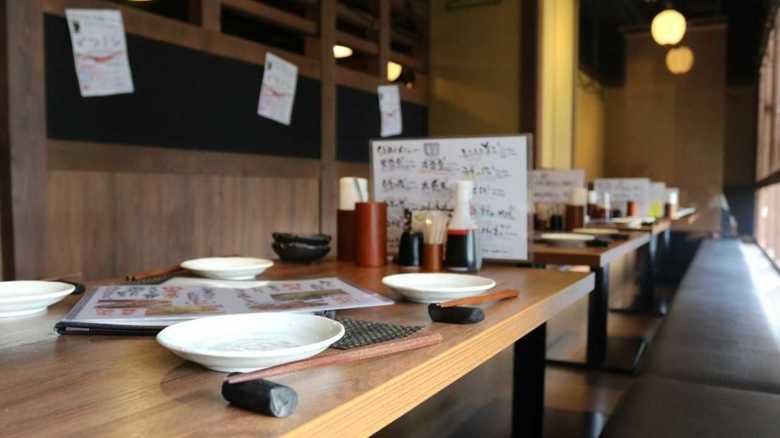 """「対処しようがない」""""新型コロナ""""影響で飲食店の約半数が売上減…その実情を聞いた"""