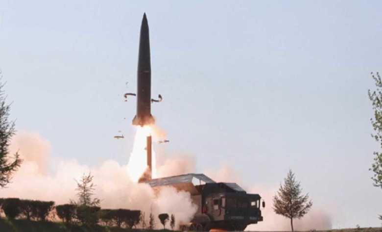"""米国防総省が「弾道ミサイル」と断定  北朝鮮メディア発表の画像には""""新型兵器""""の姿も"""