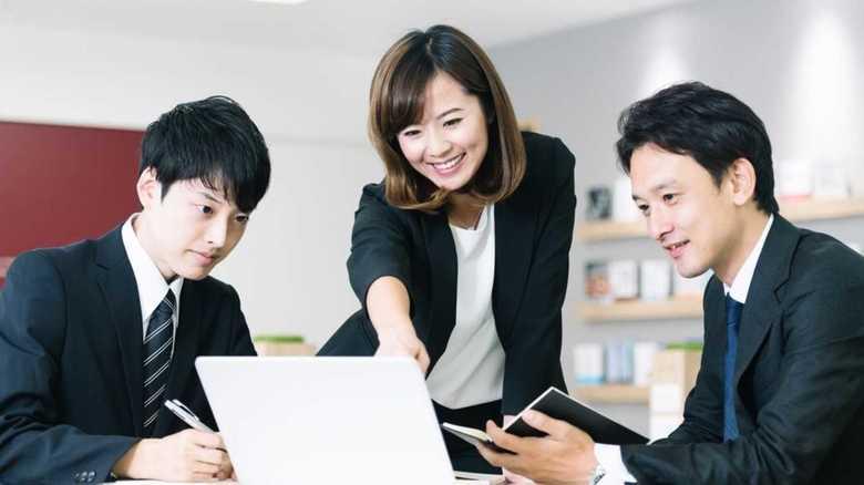 女性・年下上司を約8割が経験…「やりにくさ」はなぜ生まれる?