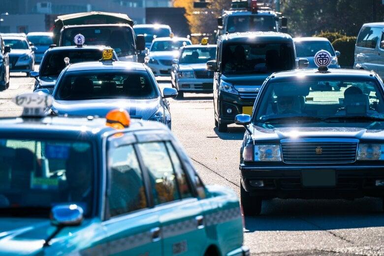 タクシー運賃が時間帯や天気に応じて変動へ…専門家「高齢者や障害者らに配慮する仕組み作りを」