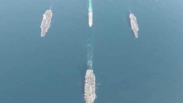 海自護衛艦「いせ」と米空軍B-1B爆撃機が3個空母打撃群と演習