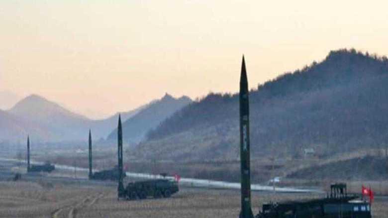 北朝鮮が弾道ミサイル同時発射の映像を公開