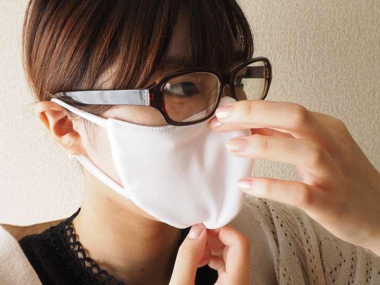 """""""メガネの曇り""""のイライラ解決? 「メガネをかける人のためのマスク」の秘密を聞いた"""