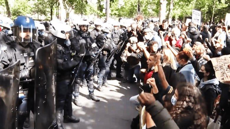 「皆、警察が嫌いだ!」仏でも警察官への怒りが再燃 増加する暴行と失われる信頼