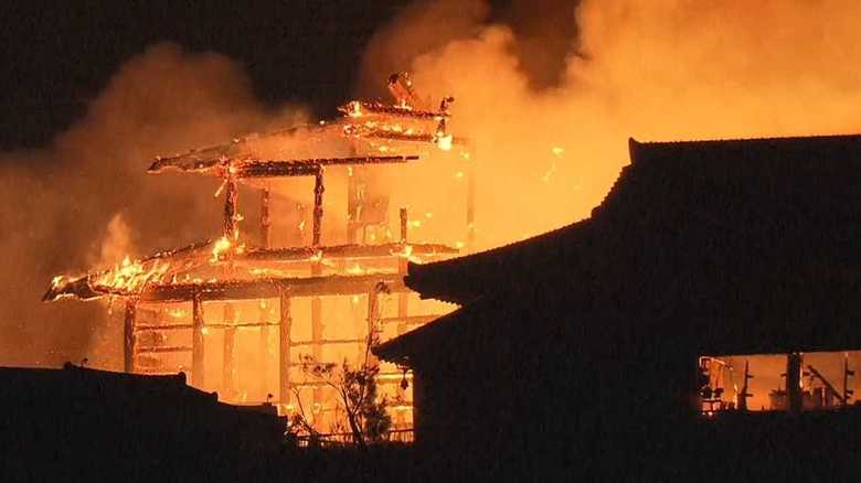 """""""世界遺産""""首里城で火災 過去にも4回の火災で繰り返し再建"""