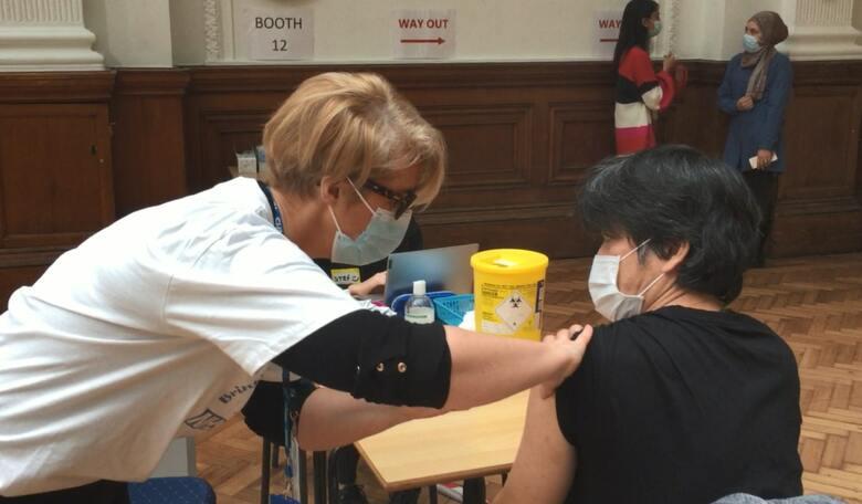 """イギリスで進む""""史上最大の計画""""  アストラゼネカ社製ワクチン接種の記録"""