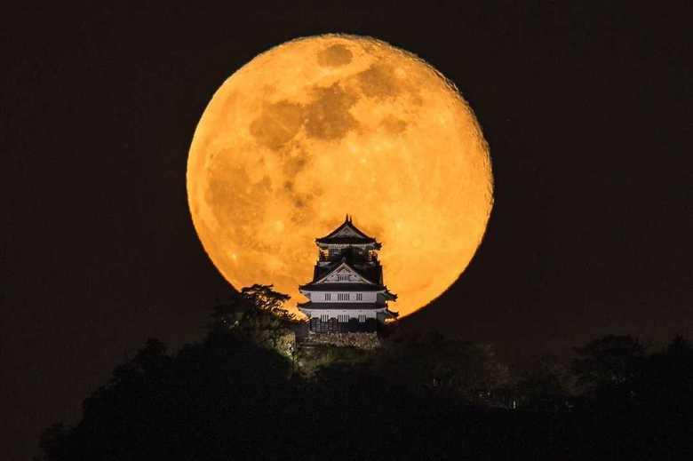 岐阜城の背景の「満月」が巨大すぎない!? 幻想的な写真の撮り方を聞いてみた