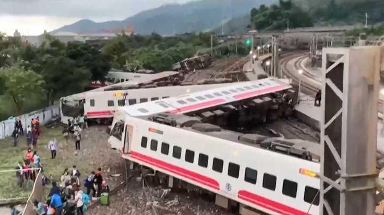 台湾・脱線事故の車両は「日本製」 「突然、加速」と語る乗客も…一体何が?