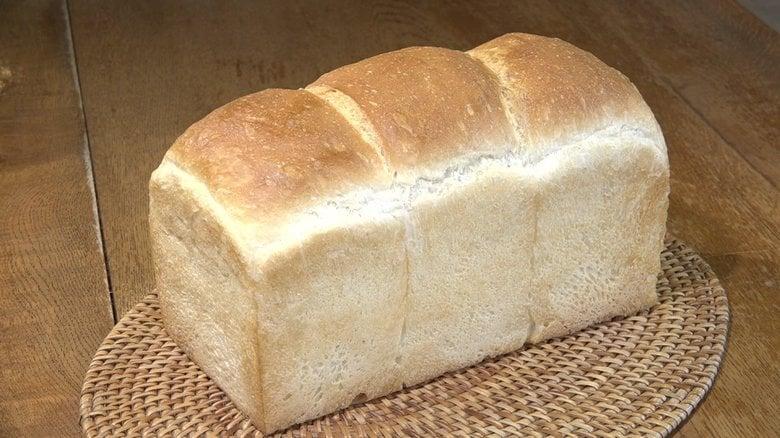 森の湖畔にあった夫婦が営む小さなパンのお店…「わざわざ来る立地」でも客惹き付けるこだわりの食パン