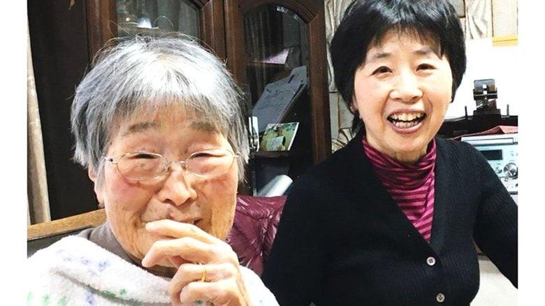 認知症の母親との介護生活を変えた「ユマニチュード」 相手を尊重するケア技法の経験談