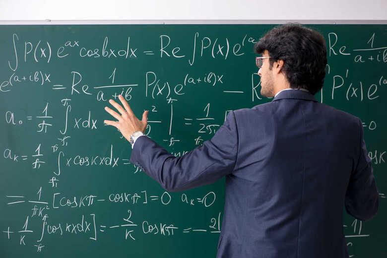 """""""ブラック職場""""で志願者が激減 求められる「教師力」をどう獲得するか"""