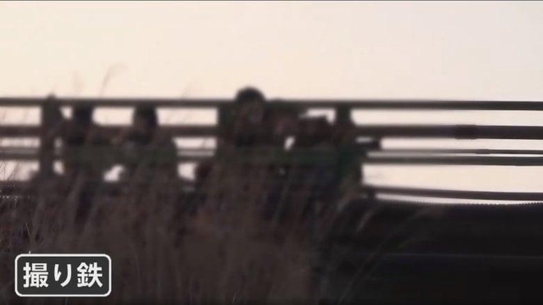 """【独自】""""撮り鉄""""「わかっているよ」と逆ギレ!線路侵入を注意され…電車は30分緊急停止 迷惑行為の一部始終"""