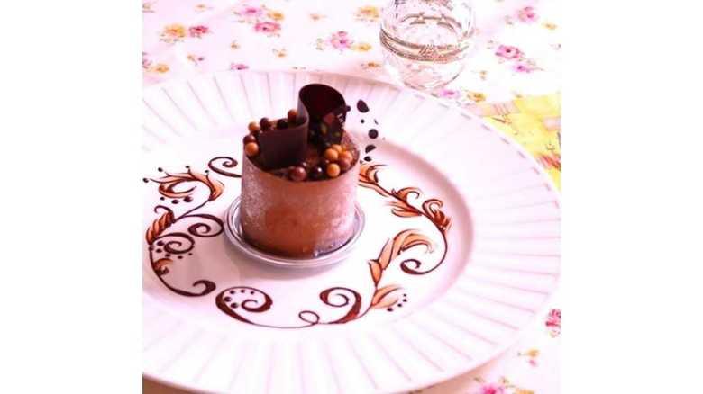 【副業儲かってますか?】特別な一皿に変身! 元パティシエの「チョコペンデコレーション」講座