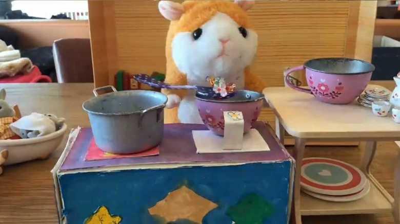 小3と中2の姉妹が作った「ハムスターのぬいぐるみがスープを調理する動画」に早くも才能を感じる