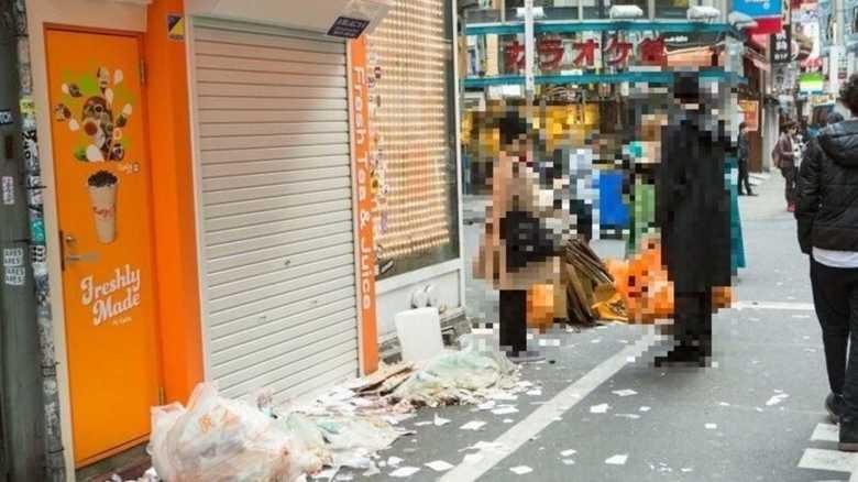 """渋谷の""""ハロウィーンごみ""""問題…「不要になった仮装グッズ」を引きとるボックスが登場"""