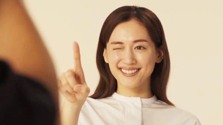 """綾瀬はるかの照れながらウインクに「かわいい~」この夏は料理動画にハマり""""お豆腐白玉""""作りに挑戦"""