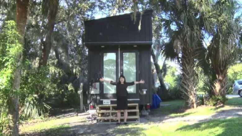 """ハリケーンが来たら家ごと避難! アメリカで大ブームの車輪付き""""タイニーハウス""""は本当に小さかった"""