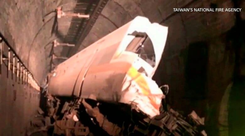 台湾で特急列車が脱線 救助は難航…48人が死亡