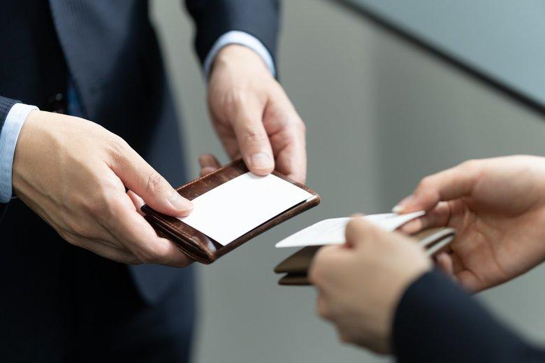 コロナ禍の「名刺交換」減少で企業の経済損失は約21.5億円!? 商談のオンライン化で注意すべきこと