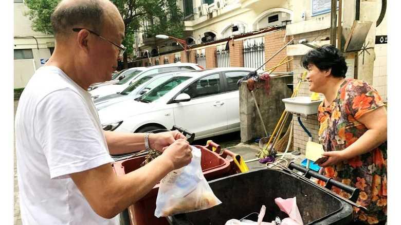 """【中国トンデモ事件簿】上海の新ルールで""""ゴミ分別大国""""に? 注意され管理人の首絞めるトラブルも"""