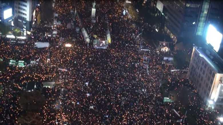 史上最大のデモ、退陣圧力強まる  朴大統領にとっては運命の1週間に