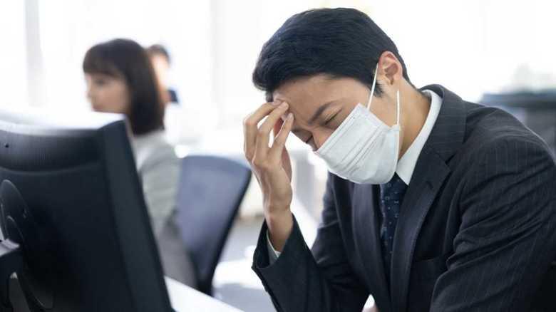 """感染し会社で同僚らから非難の的に…インフルエンザによる""""ハラスメント"""""""