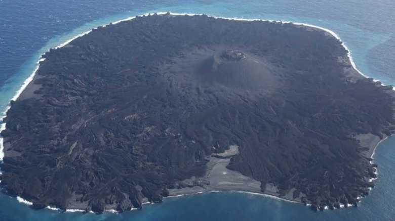 西之島の面積が拡大 昨年の噴火で新たな陸地が形成