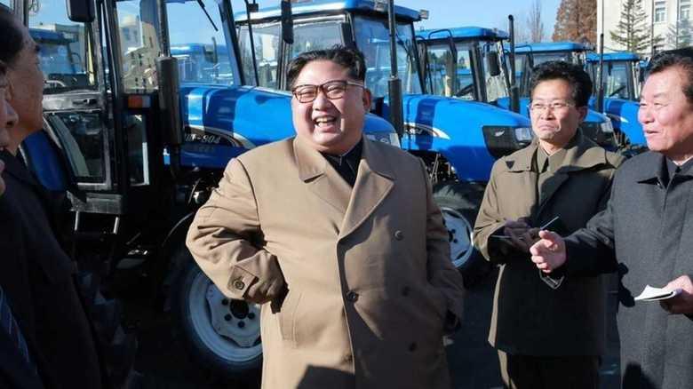 金正恩委員長のトラクター工場視察には軍事的強化の意味合いも