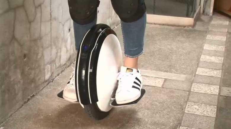 『電動一輪車』に多発するトラブル 新しい乗り物の受け入れが難しい日本。