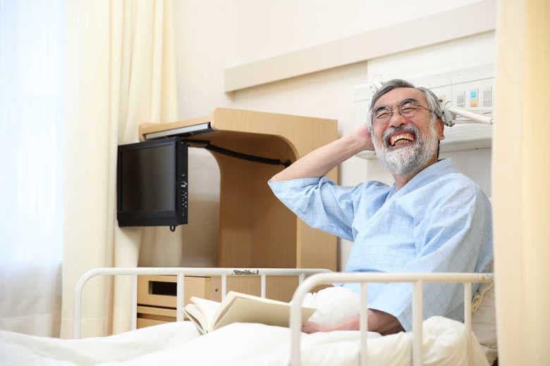 """「病気のことを忘れられるから幸せ」  VRで""""外出疑似体験""""が終末期がん患者にもたらす効果"""