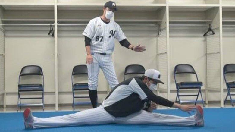 これが163キロを生む柔軟性!ロッテ佐々木朗希が180度開脚ストレッチ動画を野球少年に公開