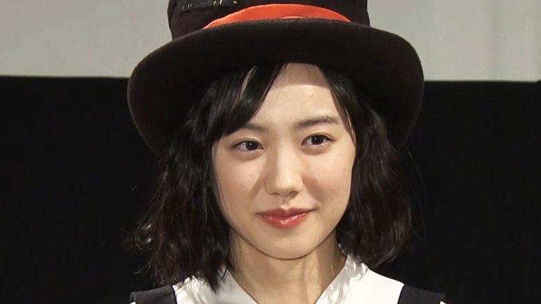 芦田愛菜 背中がガバッと開いた真っ赤なノースリーブ購入し「冒険しすぎたな…」